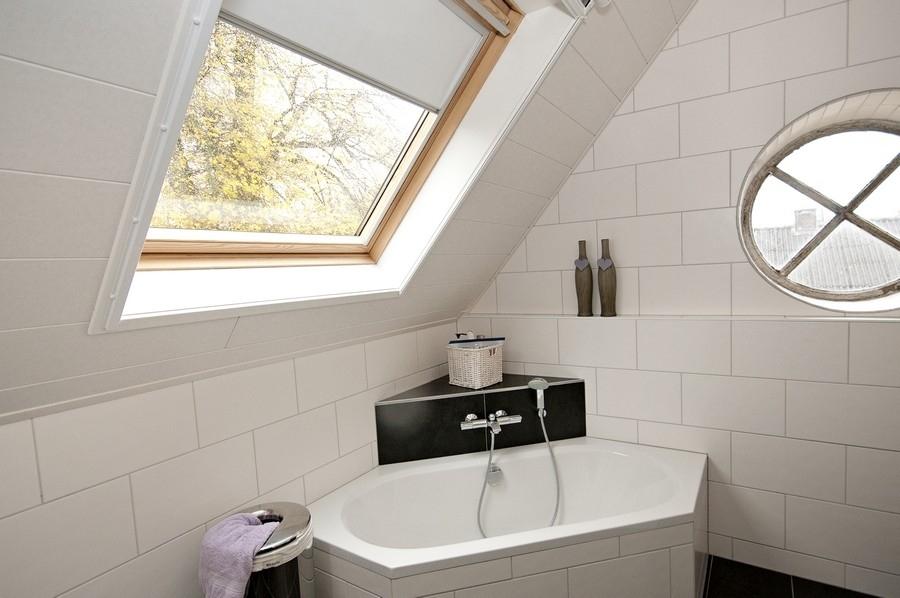 Zolderbetimmering badkamer kunststof plafond - Wispels Bouwservice